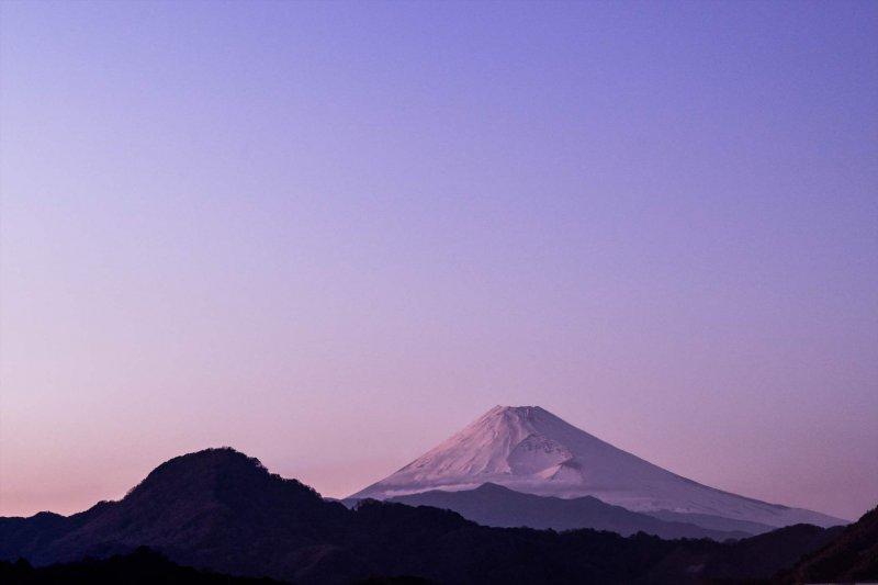 富士山と満点の星空をひとりじめ