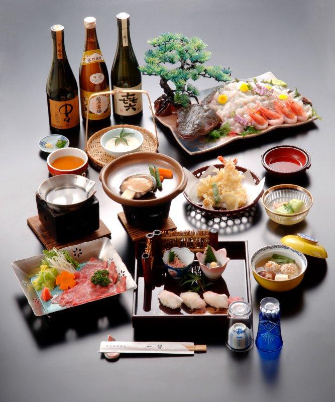 お夕食の懐石料理