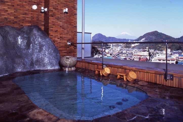 露天風呂から富士山が見えるイチオシの眺めと天然温泉を満喫
