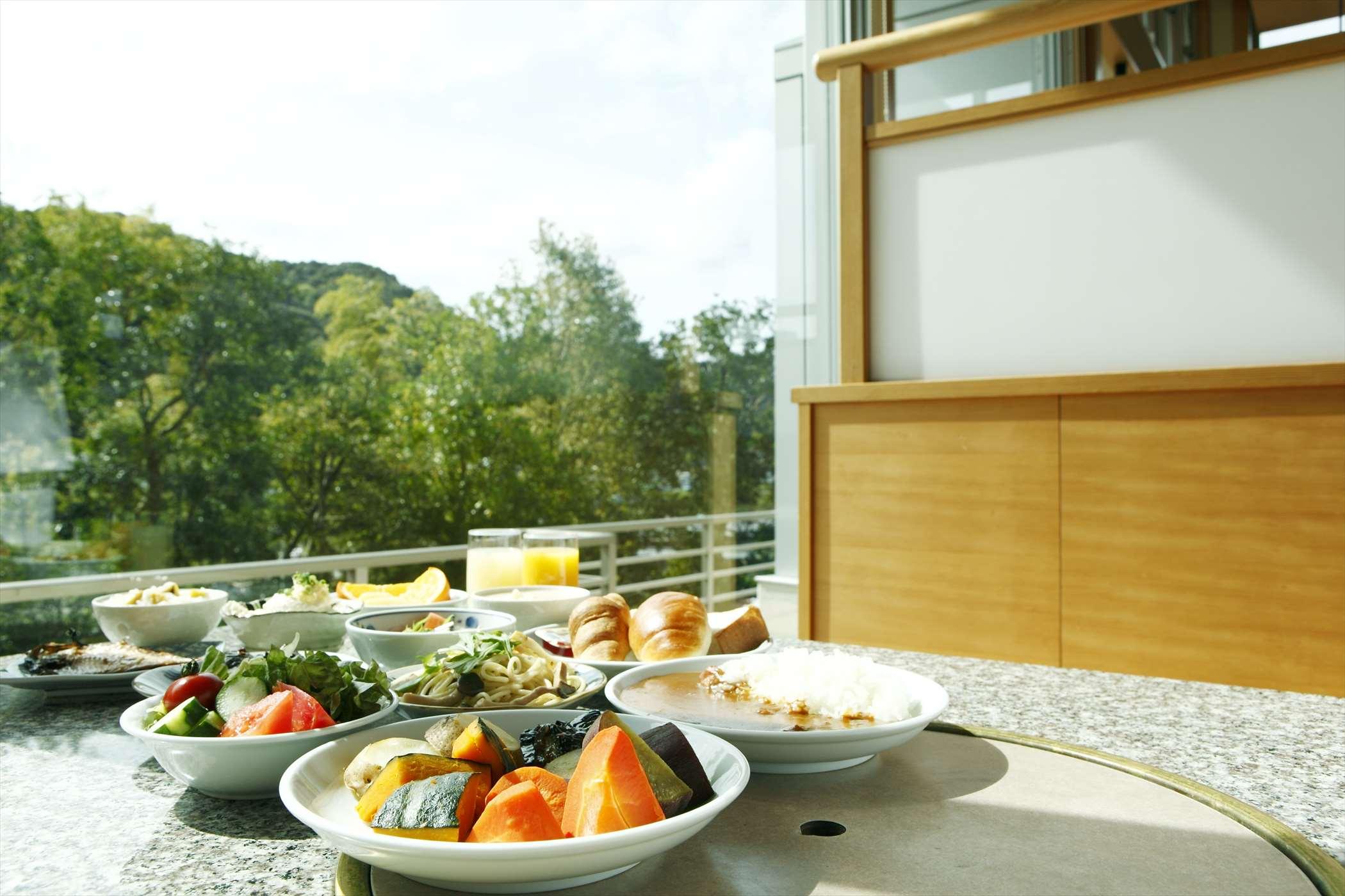 お手前料理とお野菜バイキング、メイン料理のチョイスもできるご夕食